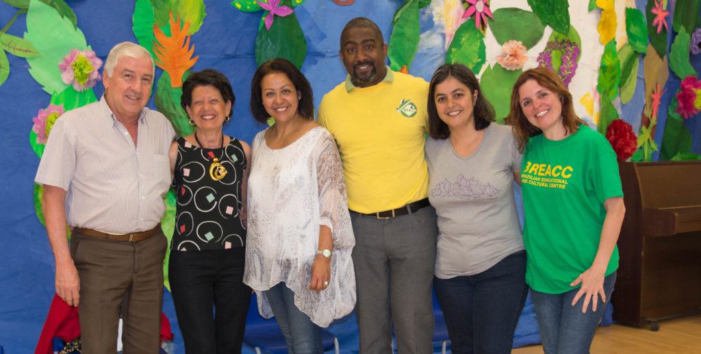 Comitê do Breacc com a Cônsul-geral do Brasil e seu marido. Fotografia: Beth Kress